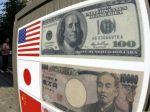 Dolár posilnil voči jenu aj oproti euru
