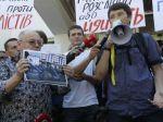 V Kyjeve protestujú novinári, policajti ich neochránili
