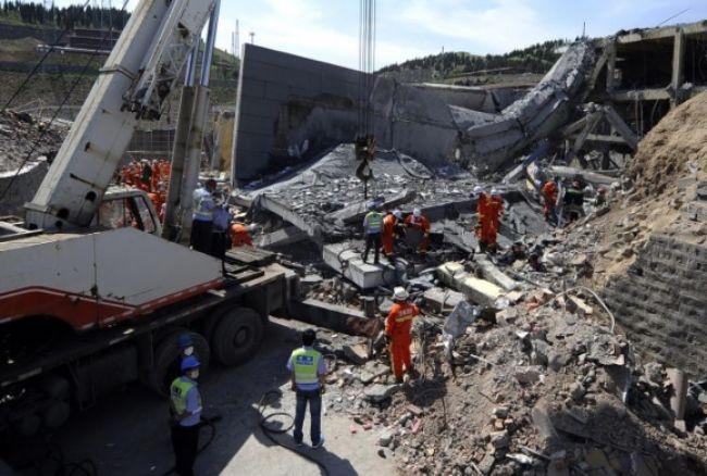 Výbuch v čínskej továrni zabil najmenej 12 ľudí