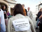 Pred parlament prišli protestovať desiatky zdravotníkov