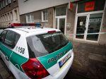 Ozbrojený muž tmavšej pleti prepadol stávkovú kanceláriu