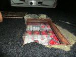 V českom autobuse objavili takmer stotisíc kusov cigariet
