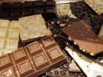Chlapci vypáčili dvere na obchode a odniesli si čokolády
