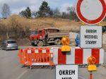 V okrese Martin a Ružomberok sa autá zdržia, opravujú cesty