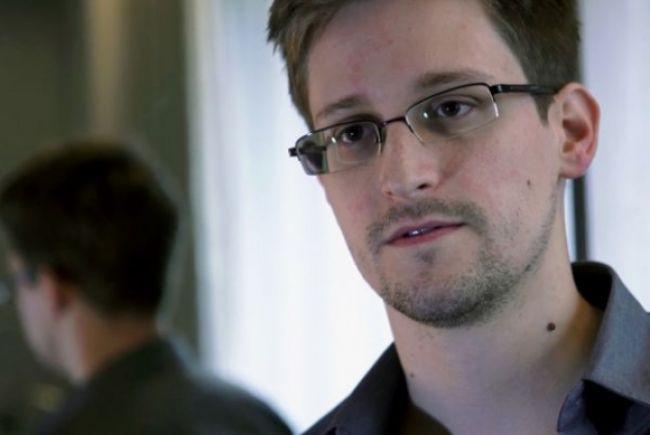 Špión Snowden odletel z Číny, pomohli mu ľudia z Wikileaks