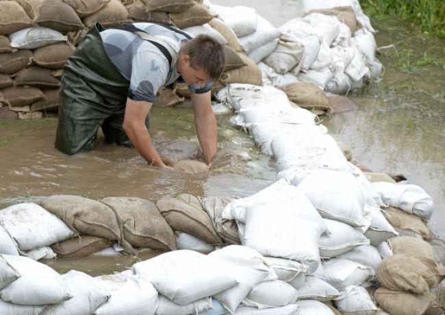 Strednú Európu pustošia povodne, hladiny riek stúpajú