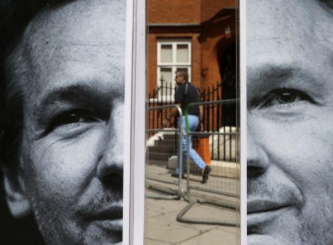Londýn chce s Ekvádorom rokovať o zakladateľovi WikiLeaks