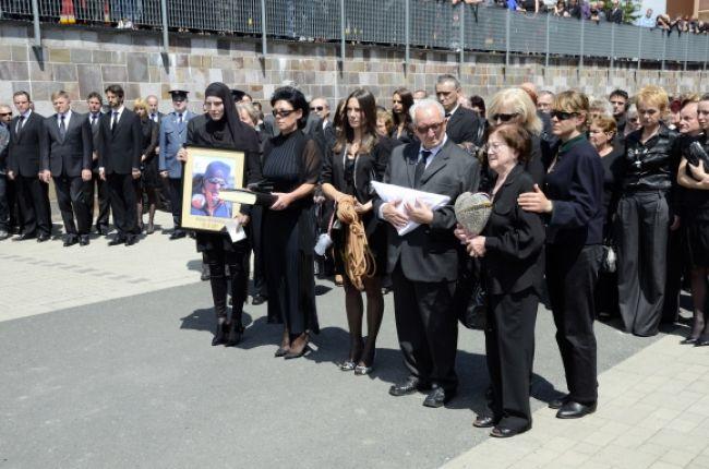 Rodiny zabitých horolezcov dostanú od vlády po 33-tisíc eur