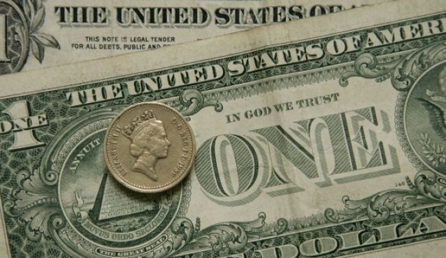 Euro výrazne kleslo voči doláru aj oproti jenu