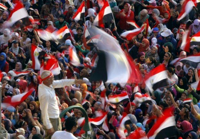 V Egypte to vrie, armáda zvrhla prezidenta Mursího