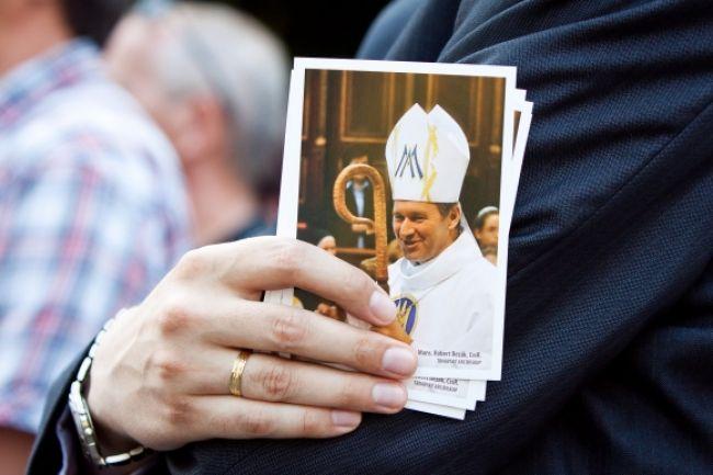 Odvolaný arcibiskup Bezák môže skončiť aj na úrade práce