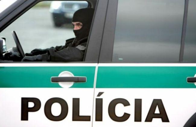 Policajná Octavia havarovala, nedal jej prednosť Chevrolet
