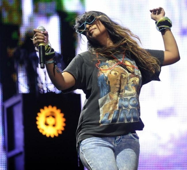 Speváčka M.I.A. hrozí vydavateľstvu zverejnením albumu