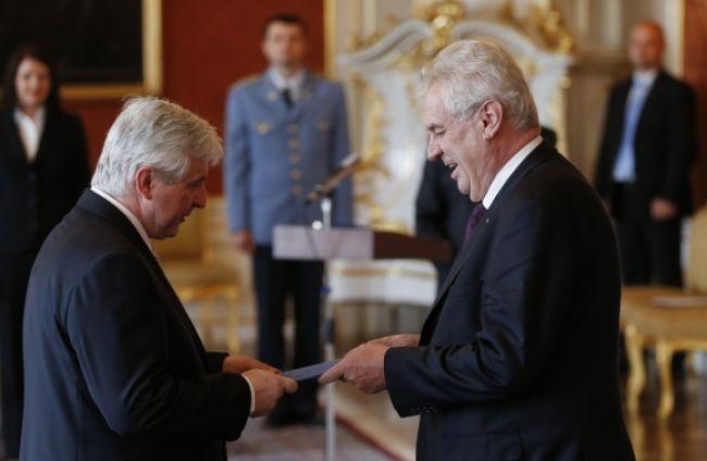 Demisia českého premiéra aj rozpustenie parlamentu sa posúva