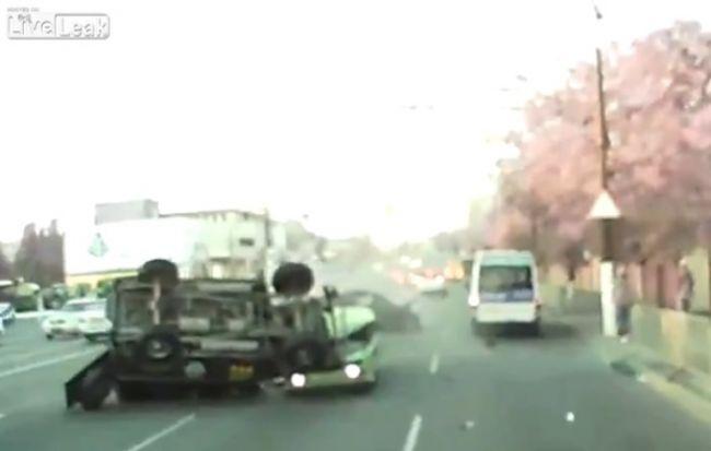 Video: Drsná autonehoda v Rusku