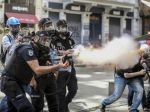 Turecká polícia zasiahla plynom proti stovkám študentov