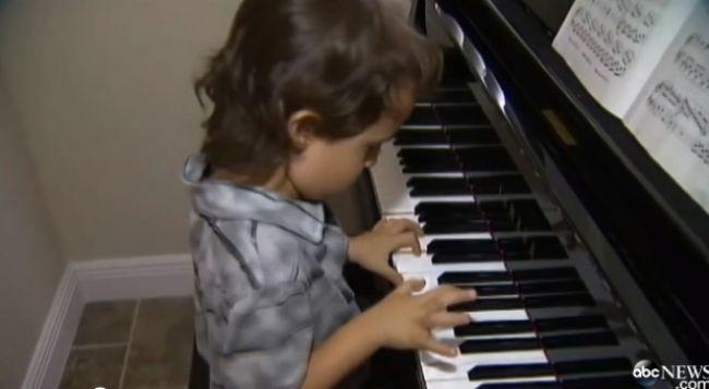 Video: Päťročný hudobný génius