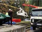 Rusko pobúrila socha vojaka znásilňujúceho tehotnú ženu