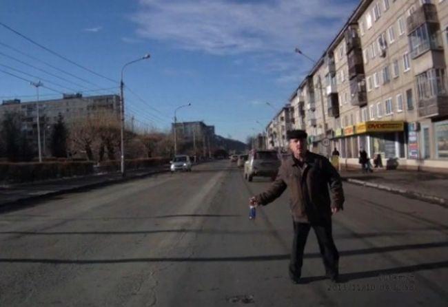 Video: Fľašou do čelného skla