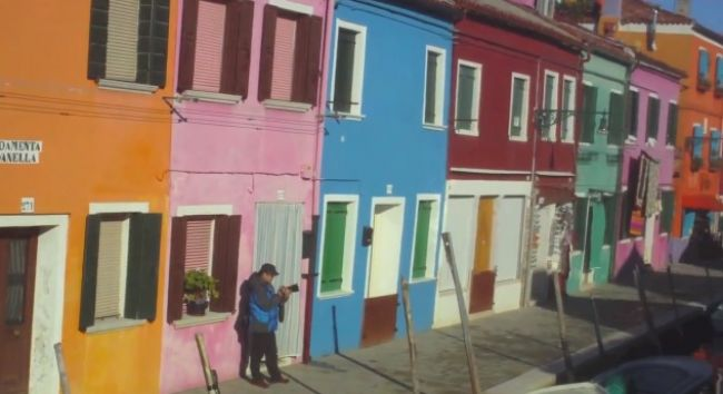 Video: Vitajte v najfarebnejšom meste sveta!