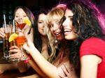 Cielene pijú už 15-roční, dievčatá držia s chlapcami krok