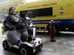 Obézny Francúz sa nevie dopraviť domov, nevzali ho ani do vlaku