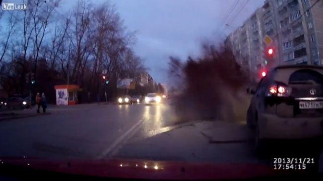 """Video: Keď """"útočí"""" cesta..."""