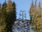 V Česku sa pretrhol ťažný kábel lanovky, jeden človek zomrel