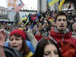 Vyše stotisíc Ukrajincov je v uliciach, protest sa vyostruje