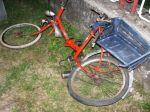 Pod príves nákladného auta spadol cyklista, na mieste zomrel