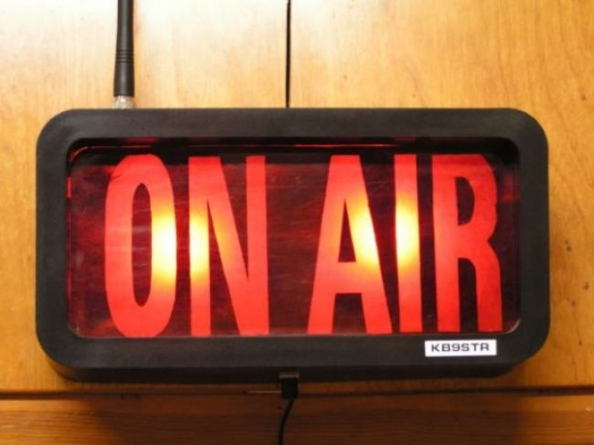 Rádio Viva riešil mediálny výbor, vedenie spustilo petíciu