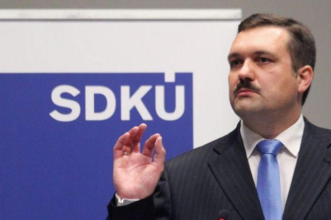 Šéfom výboru pre nezlučiteľnosť funkcií je Viliam Novotný