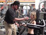 Video: Keď vás príde do fitka povzbudiť Schwarzenegger
