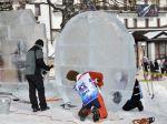 Sochári v Tatrách menia kusy ľadu na sochy