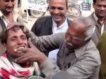 Video: Ako sa bielia zuby v Indii