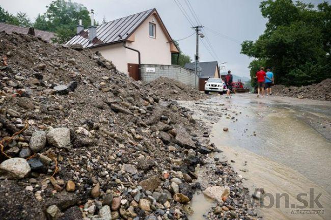 Video: Slovensko bičujú búrky, zanechávajú za sebou spúšť