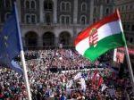 V Maďarsku protestovalo stotisíc ľudí proti dani z internetu