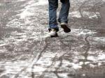Meteorológovia varujú Slovákov pred poľadovicou a závejmi