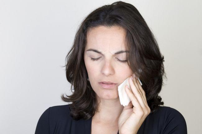 Bolesť zubov: Ako sa jej prirodzene zbaviť bez tabletiek