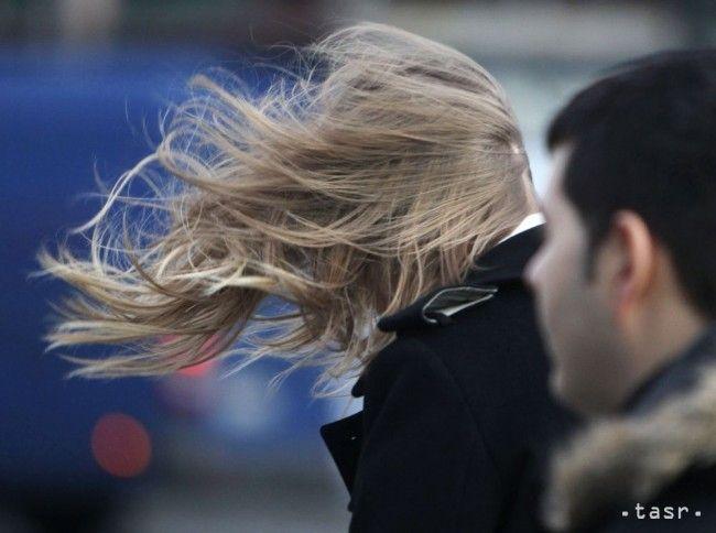 VÝSTRAHA: Na hrebeňoch Tatier fúka v nárazoch mimoriadne silný vietor