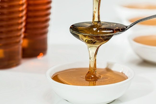 Zubná pasta s medom zabraňuje tvorbe plaku a zápalu ďasien lepšie ako antibiotíká