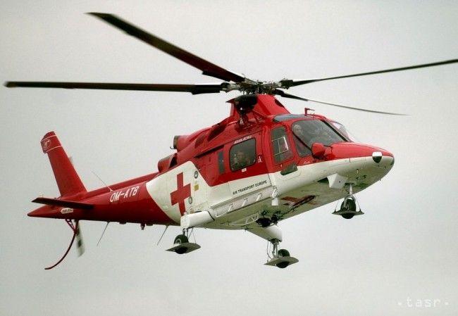 Muža, ktorého zranil strom, previezli leteckí záchranári do nemocnice