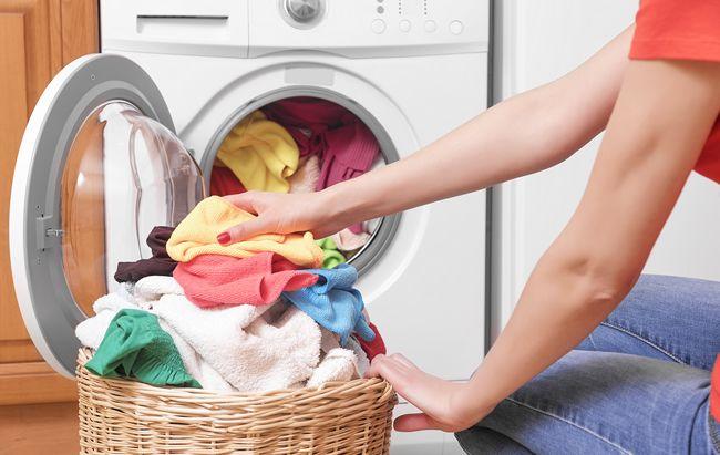 Táto chyba pri praní ničí vašu práčku aj zdravie