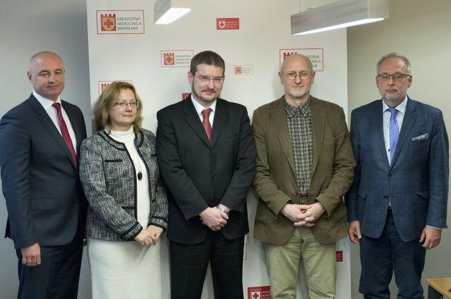 Slovenskí neurochirurgovia objavili novú metódu operácie nádorov mozgu