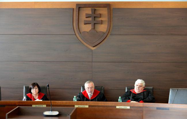 ÚS SR: Problémom sú stále extrémne a opakované prieťahy v konaní súdov