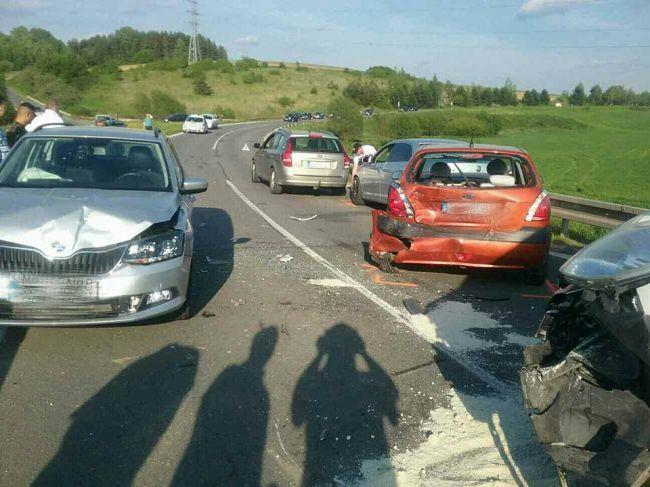 Foto: Pri vážnej dopravnej nehode sa zranilo 5 osôb