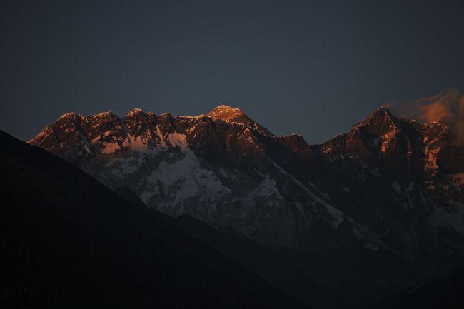 Nepál  Pod vrcholom Mount Everestu zahynuli ďalší štyria horolezci ... 4671451e789