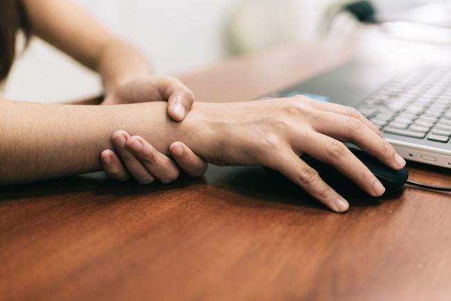 Syndróm karpálneho tunela: Príznaky, liečba, prevencia