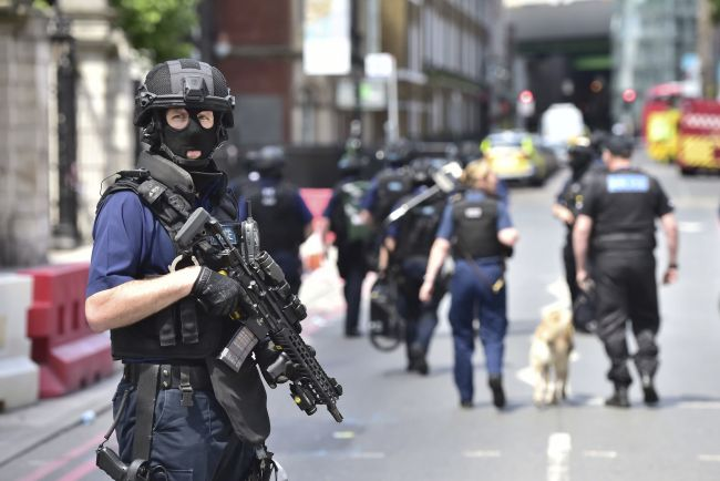 Prieskum: Slováci sa najviac boja terorizmu, sociálnej nerovnosti i úpadku škôl