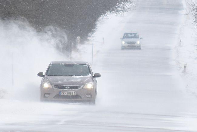 SHMÚ: Do popoludnia platí vo viacerých okresoch výstraha pred snehovými jazykmi